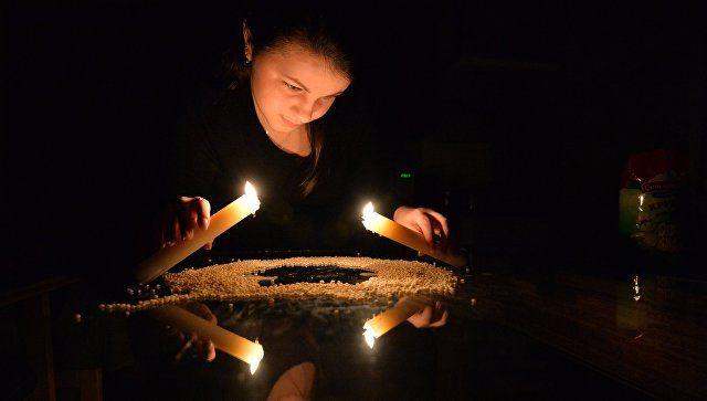 Свечи, зеркало и валенок: как нагадать удачу и суженого в новом году