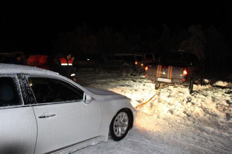 ВИДЕО: спасатели почти 12 часов оказывали помощь туристам, заблокированным на плато Ай-Петри