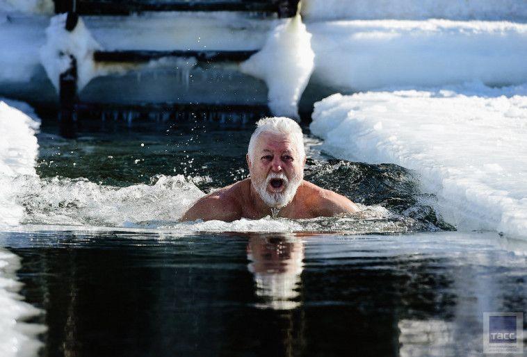 """На Рождество крымские """"моржи"""" устроят заплыв в море"""