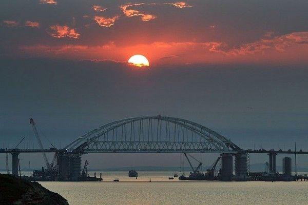 Украинские чиновники предрекают разрушение Крымского моста