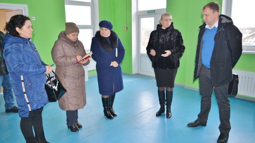 Елена Крестьянинова провела оперативное совещание по вопросам завершения строительства детского сада в с. Войково