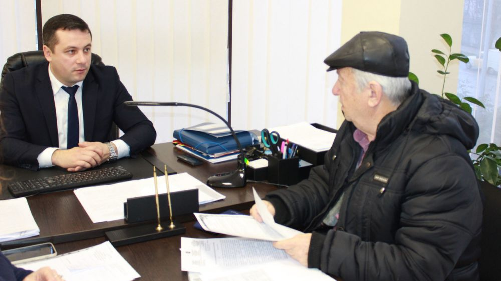 Руководство Госкомрегистра продолжает консультировать граждан по вопросам оформления недвижимости