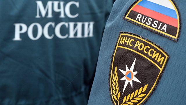 """""""Водное"""" приключение: в Крыму спасатели вытащили из реки микроавтобус"""