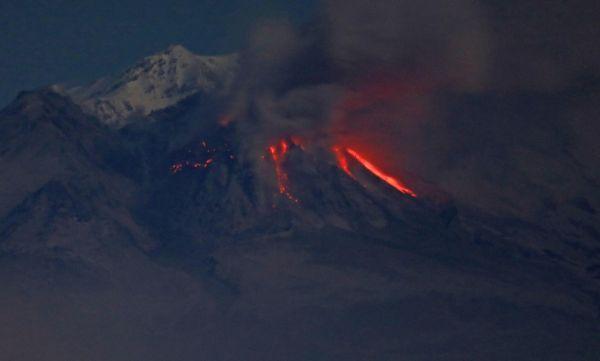 На Камчатке началось извержение вулкана Шивелуч