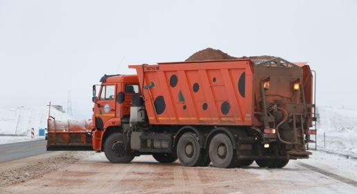 Более двух тысяч километров дорог в Крыму очистили от снега за сутки