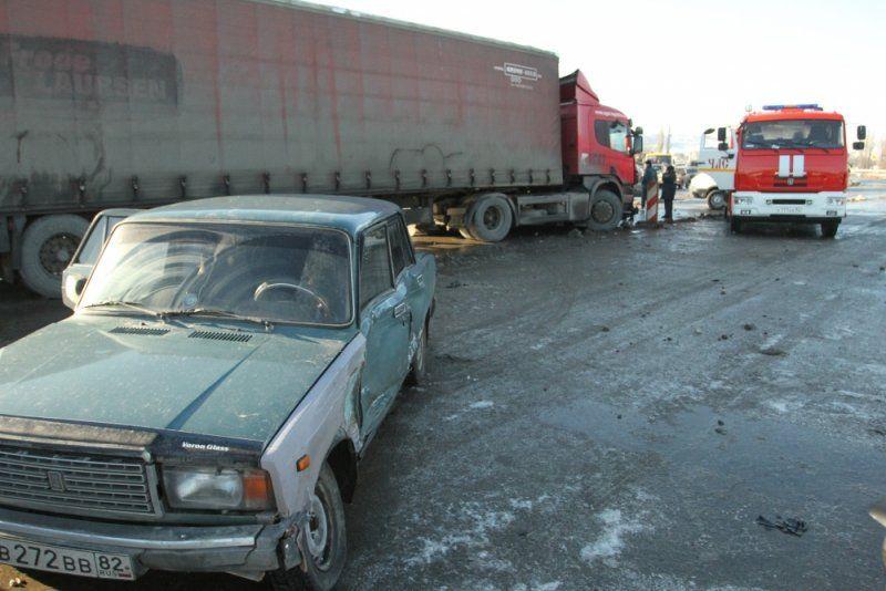 В Симферополе на мосту столкнулись фура и грузовик, , ВИДЕО, ДОПОЛНЕНО