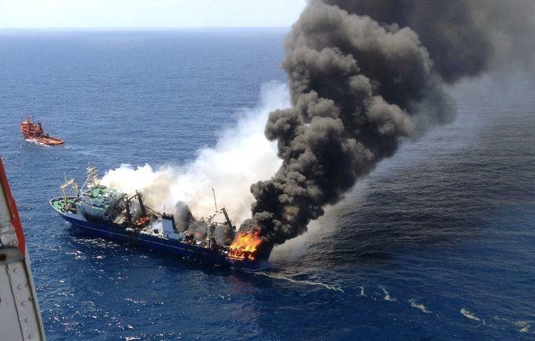 Пожар на двух судах в Керченском проливе: погибли 10 человек