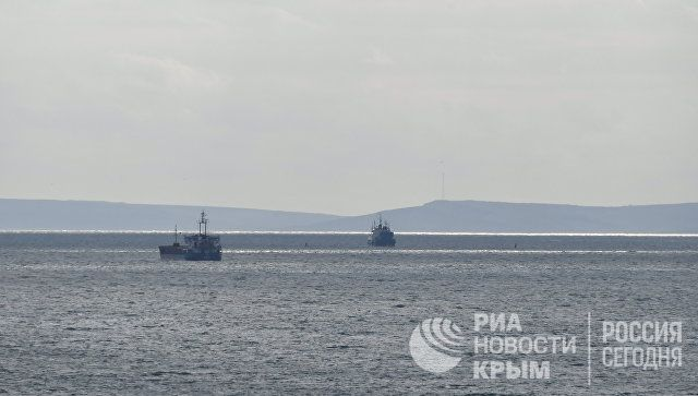 Остается неизвестным местонахождение пяти моряков после пожара в Черном море