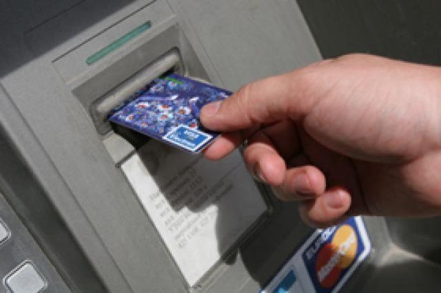 Пенсионерка из Симферополя украла из банкомата 40 тысяч рублей