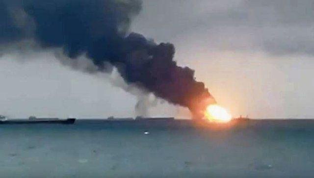 Горящие в Керченском проливе суда попали на видео