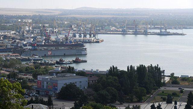 Суда с пострадавшими в проливе моряками идут к берегам Крыма