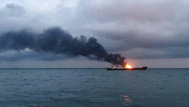 Пострадавших у берегов Крыма моряков пока не могут доставить в Керчь