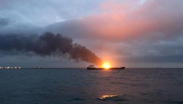 Эксперт назвал возможные причины пожара на танкерах у берегов Крыма