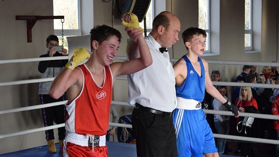 Определены победители первенства Крыма по боксу среди юношей и девушек в возрасте до 15-16 лет
