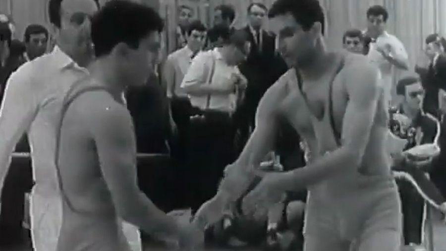 Архивный видеосюжет о первом международном успехе Рустема Казакова