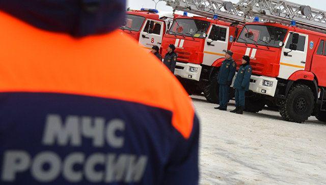 В Симферополе полыхали торговый павильон и хозпостройка