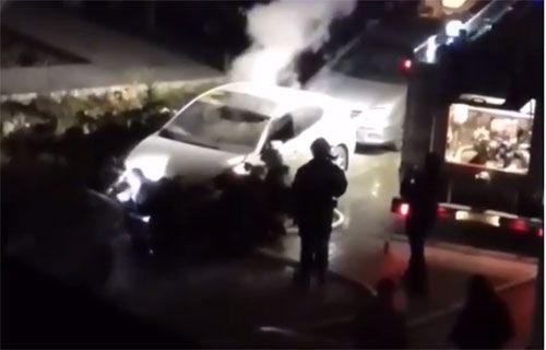 В Севастополе неизвестный разбил окна машины и бросил в салон горючую смесь