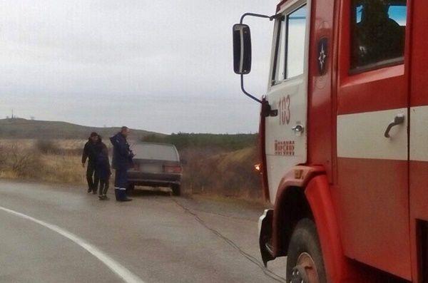В Крыму машина с детьми упала в кювет