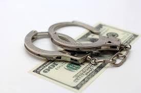 Мужчина пытался дать взятку таможеннику, пытаясь провезти в Крым Lexus