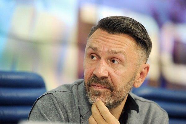 Шнуров написал сатирическое стихотворение о падении реальных доходов россиян (СКРИН)