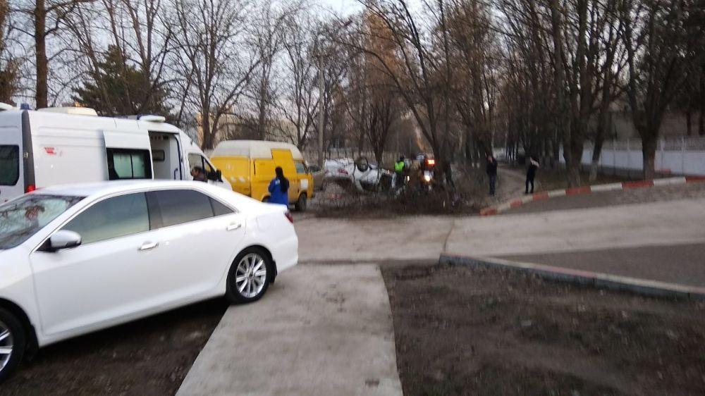 Утром в Симферополе перевернулась машина: жертв нет,