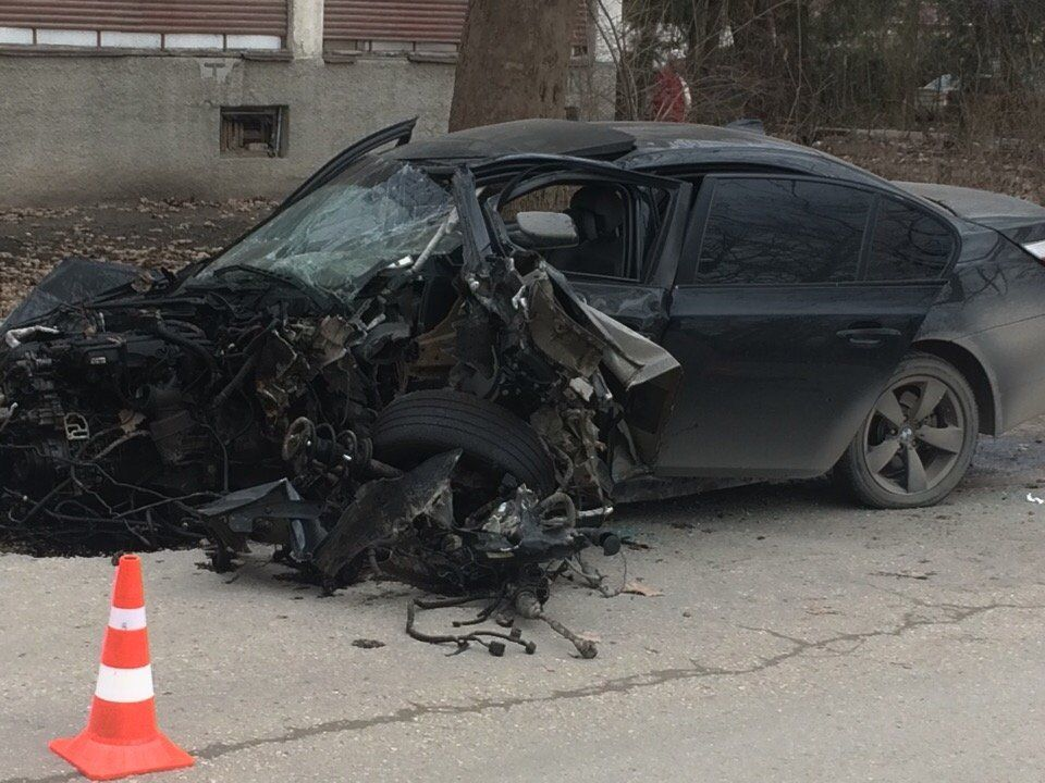 В Симферопольском районе иномарка врезалась в дерево: погиб водитель,