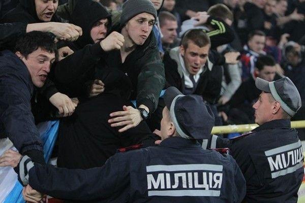 В центре Киева немцы устроили драку «стенка на стенку» с украинцами