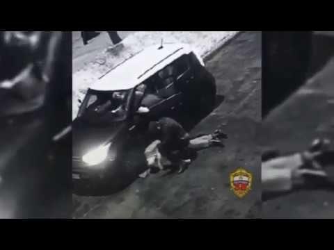 Боец ММА жестоко избил чиновника департамента образования Москвы