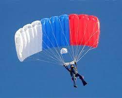 Полтысячи морских пехотинцев Черноморского флота тренируются прыгать с парашютом