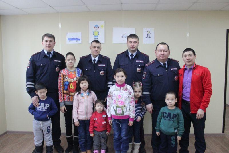 Владимир Колокольцев подписал приказ о награждении полицейских из Иркутска, спасших семерых детей