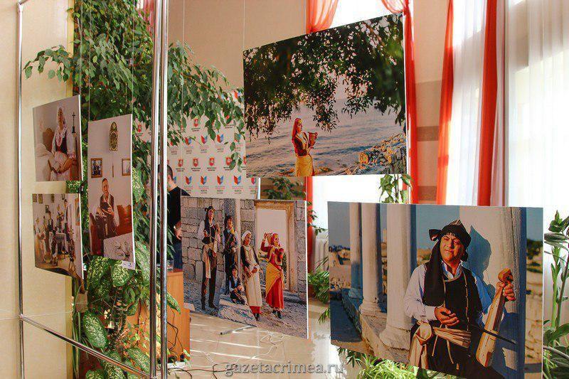 В Симферополе представили выставку о многообразии культур Крыма