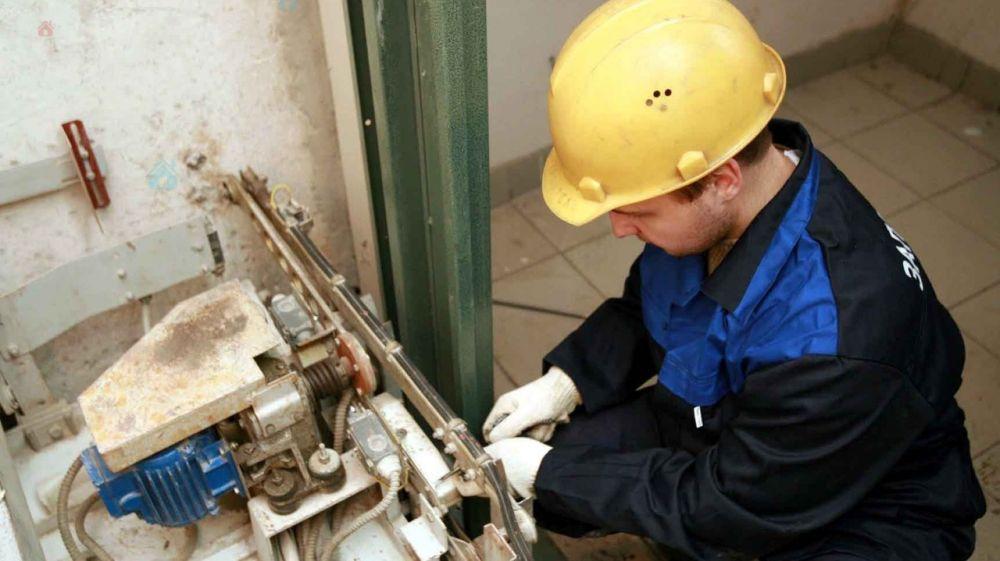 В многоэтажках Крыма в этом году планируют заменить 900 лифтов, — Аксёнов