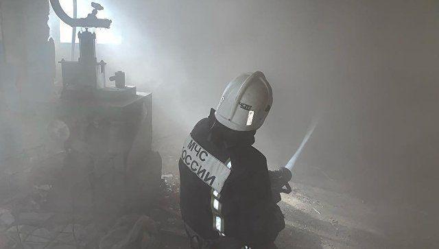 В Симферополе горит завод пластмасс