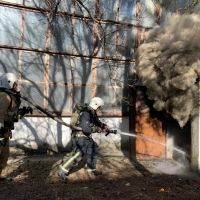 Крымские огнеборцы ликвидировали пожар на складе