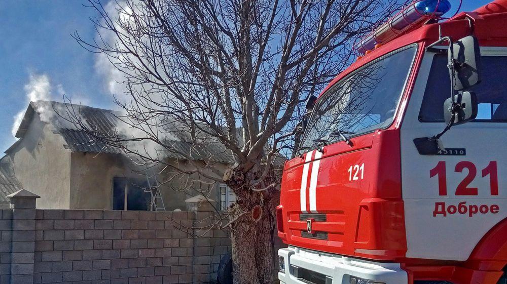 В результате пожара провалилась крыша жилого дома под Симферополем,