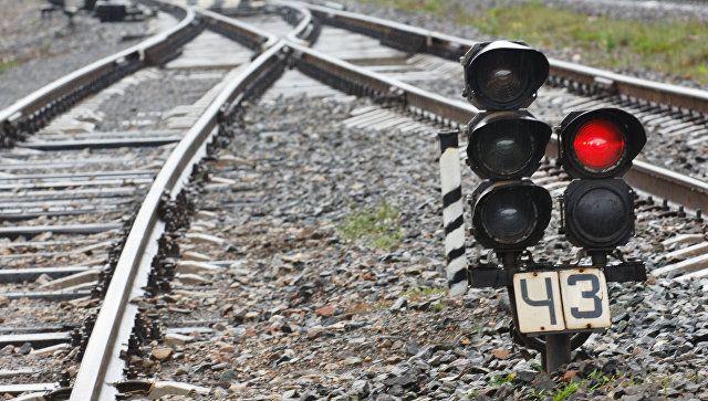 На железнодорожном переезде в Крыму дрезина столкнулась с грузовиком
