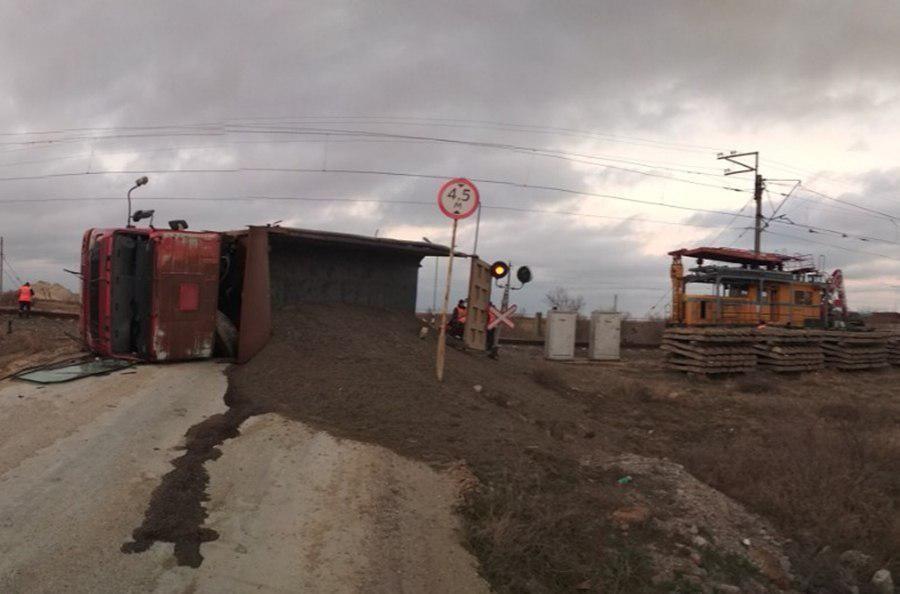 В Сакском районе дрезина столкнулась с грузовиком