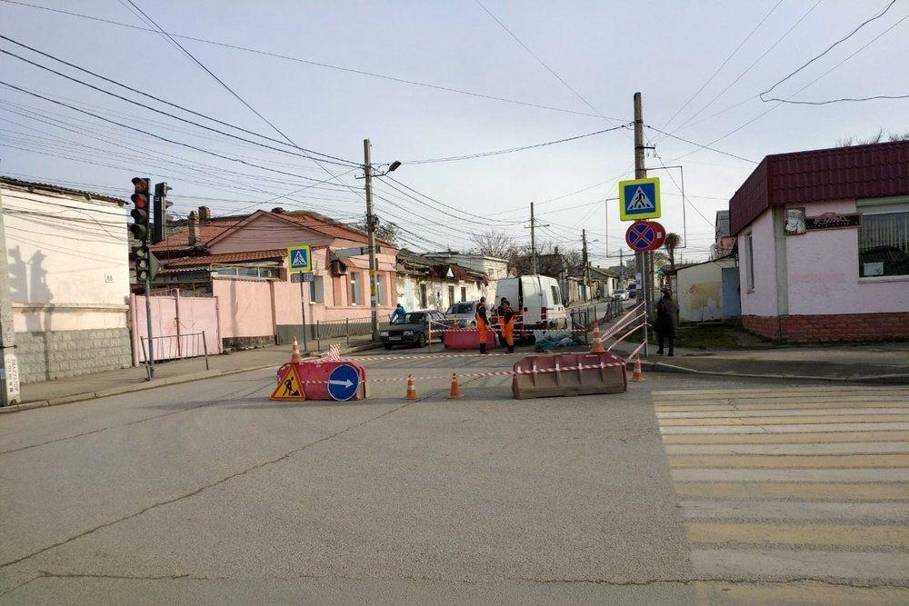 В Симферополе установили более двух десятков новых дорожных знаков,