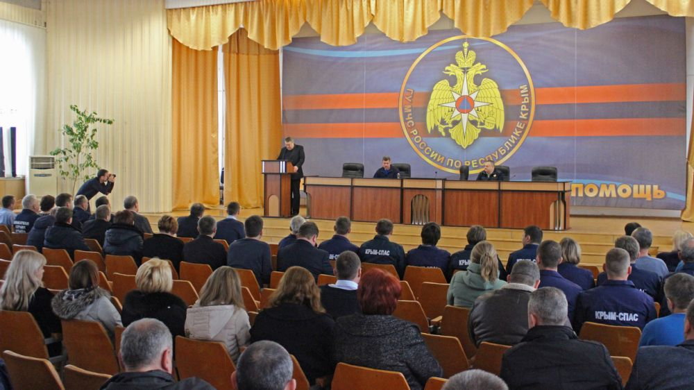 Ко Дню Защитника Отечества в МЧС Республики Крым наградили пожарных и спасателей