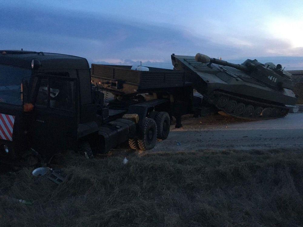 Под Белогорском легковушка столкнулась с военным «КамАзом», погиб человек