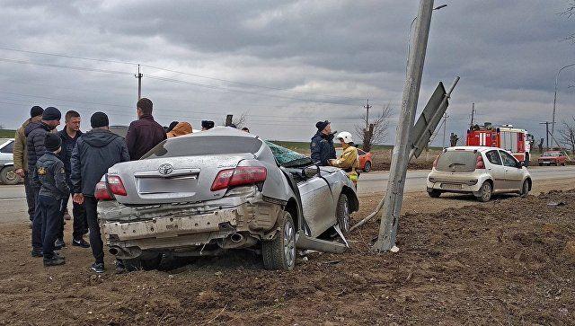В Крыму иномарка врезалась в опору ЛЭП: есть пострадавший