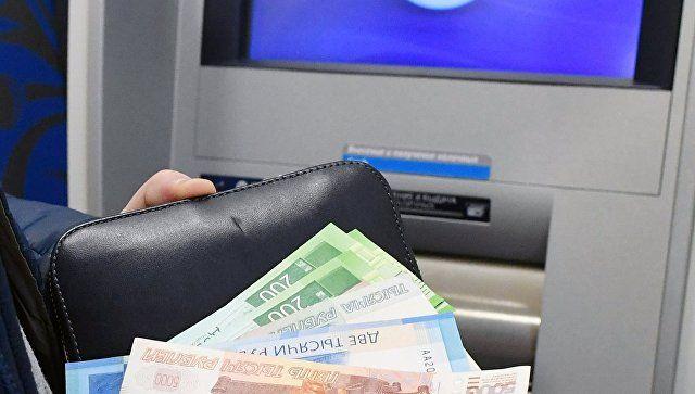 """Пенсионер """"увел"""" с банковской карточки крымчанина 18,5 тыс рублей"""