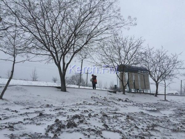 Жители Керчи страдают от гололеда