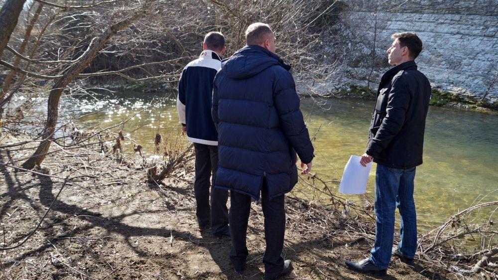 В МЧС Крыма продолжается работа по недопущению чрезвычайных ситуаций, связанных с пропуском паводковых вод