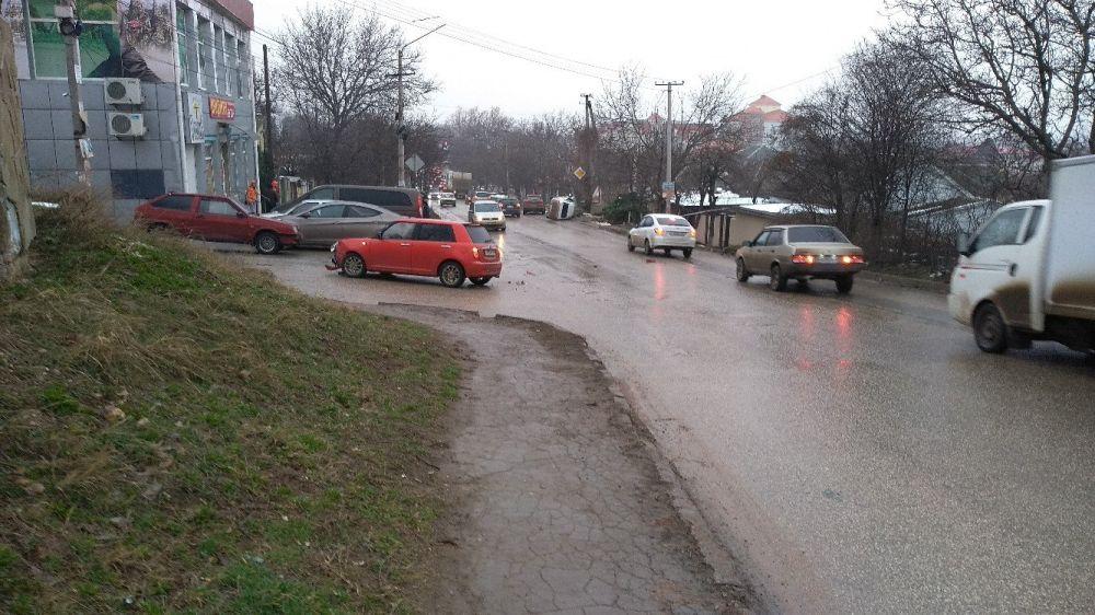 ДТП в Симферополе: машина перевернулась на бок,