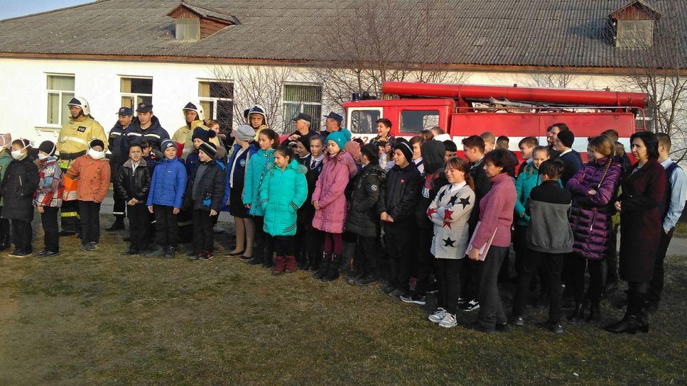 Огнеборцы ГКУ РК «Пожарная охрана Республики Крым» провели пожарно-тактическое занятие с эвакуацией на базе объекта образования