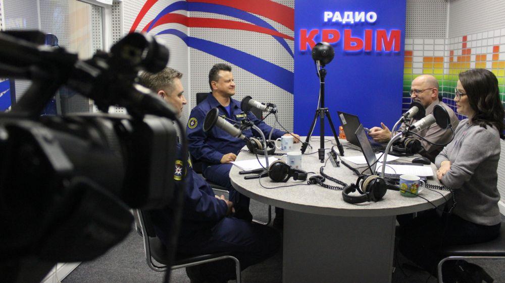 О работе спасателей-водолазов «КРЫМ-СПАС» в эфире программы «Вечерний перехват» на «Радио Крым»