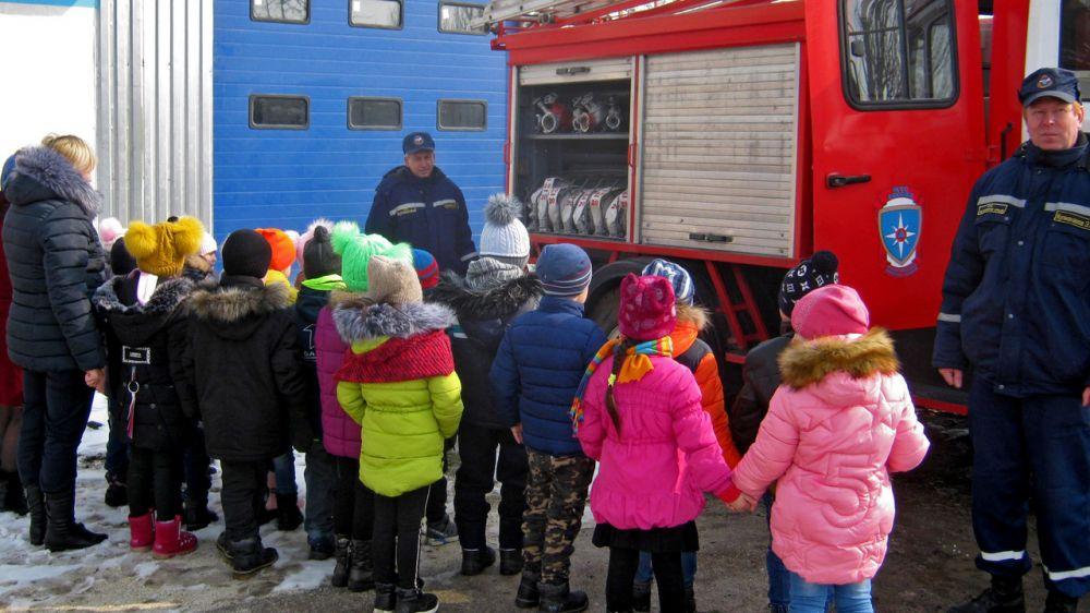 Огнеборцы ГКУ РК «Пожарная охрана Республики Крым» провели экскурсию для воспитанников детского сада