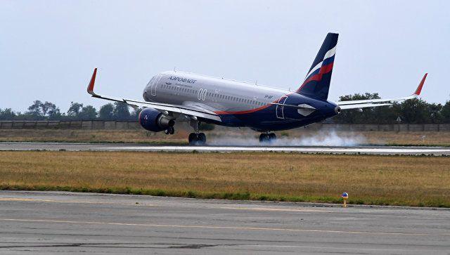 Угрожал расправой, порвал форму полицейскому: пьяный дебош в аэропорту Крыма