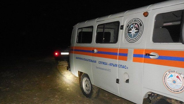 Грязевой плен: у водохранилища в Симферополе застрял джип с пассажирами